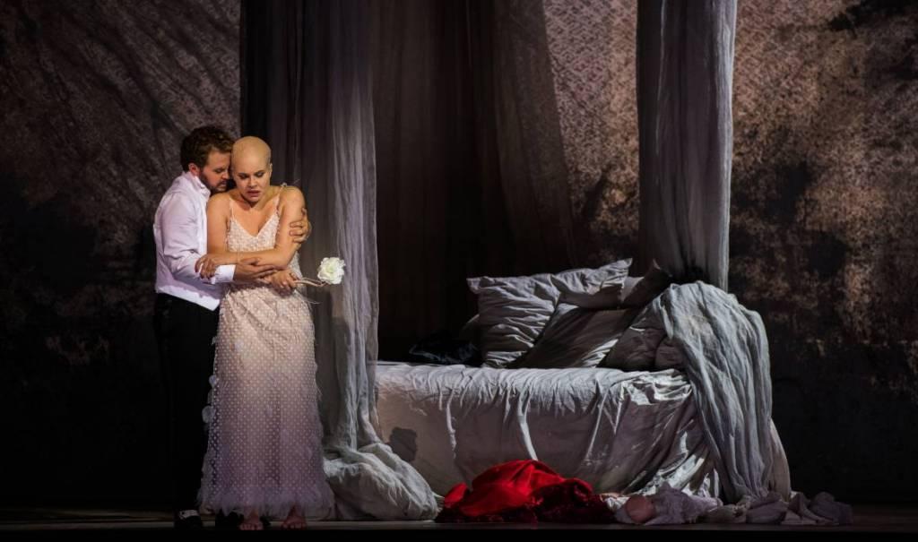 La Traviata Kévin Amiel (Alfredo Germont) Et Polina Pastirchak (Violetta) Crédit Mirco Magliocca