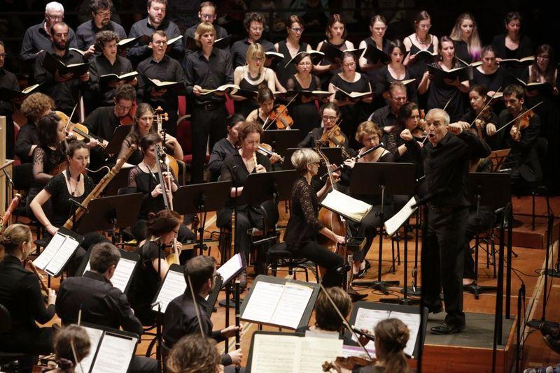 Le chœur et l'orchestre de l'Ensemble Baroque de Toulouse, dirigés par Michel Brun - Photo ManuEckert -