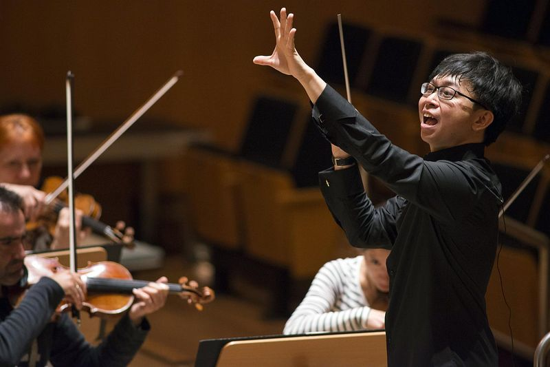 Le jeune chef d'orchestre singapourien Kahchun Wong © Michael Trippel