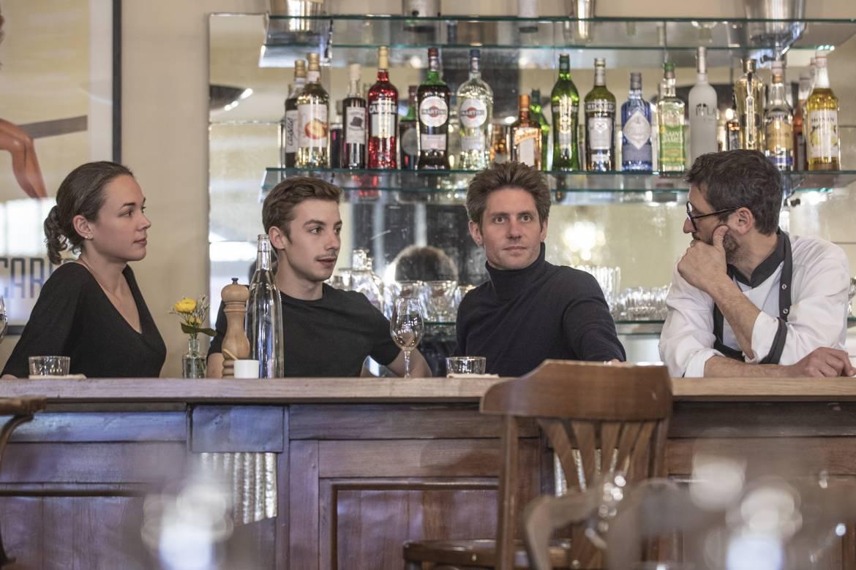 L'air de famille : Christelle, Arnaud, Georges et Eric