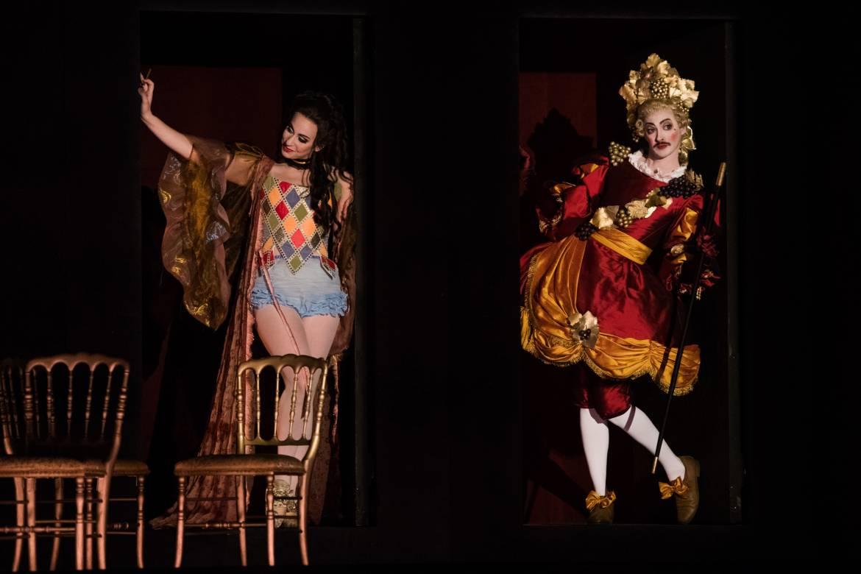 Ariane à Naxos - Elizabeth Sutphen (Zerbinetta) et Manuel Nuñez Camelino (Le Maître à Danser) © Cosimo Mirco Magliocca