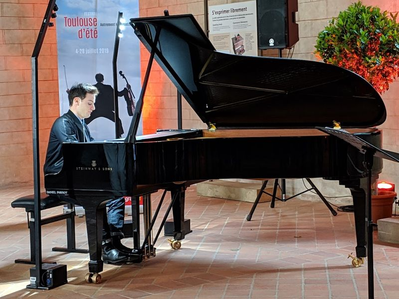 Le jeune pianiste toulousain François Moschetta - Photo Classictoulouse -