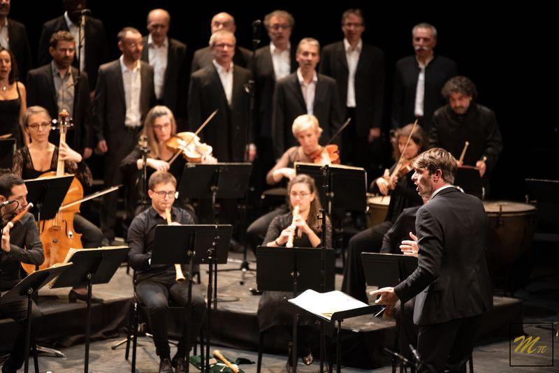 Le chœur et l'orchestre de l'Ensemble À bout de souffle, dirigés par Stéphane Delincak - Photo : MPi Photographie -