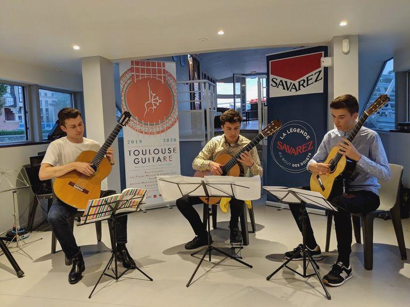 Thibaut Garcia, accompagné de deux élèves du Conservatoire de Toulouse, Eddie Barotte et Virgile Barthe - Photo Classictoulouse -