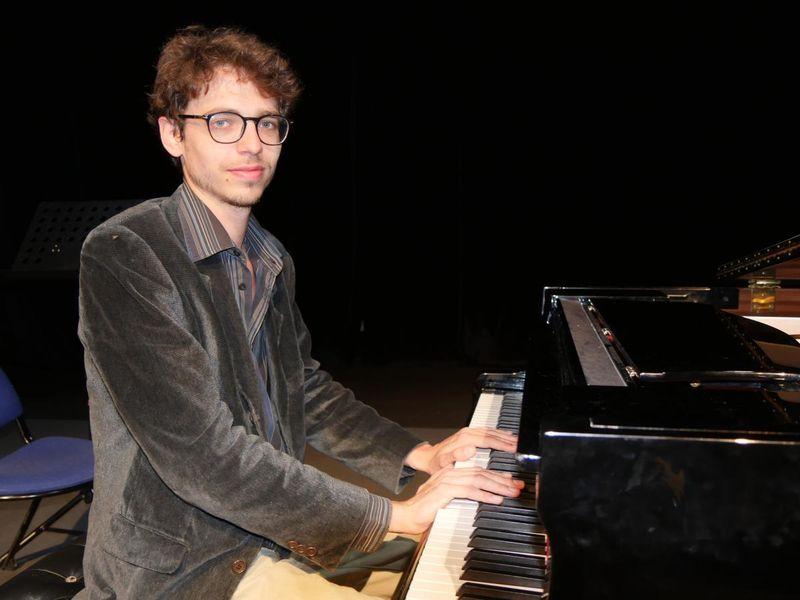 Le jeune pianiste français Lucas Debargue