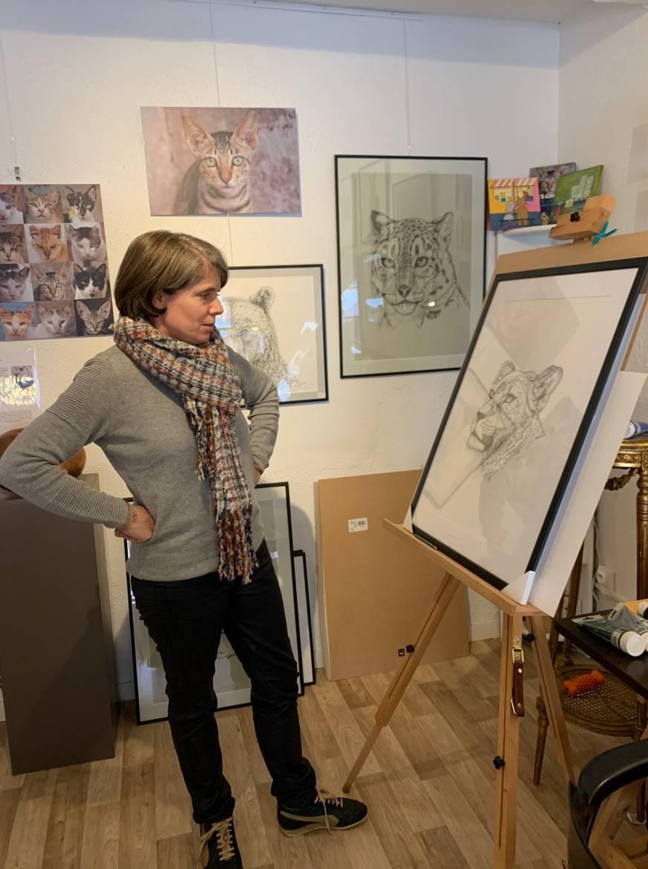 L'artiste devant son dernier dessin
