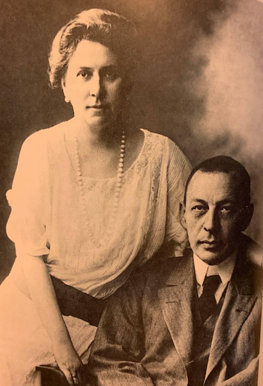 Rachmaninov avec sa femme Natalia à Dresde , 1907, où il finit de composer sa Deuxième Symphonie