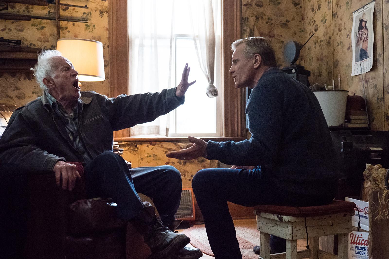 Lance Henriksen (Willis) face à Viggo Mortensen (John)