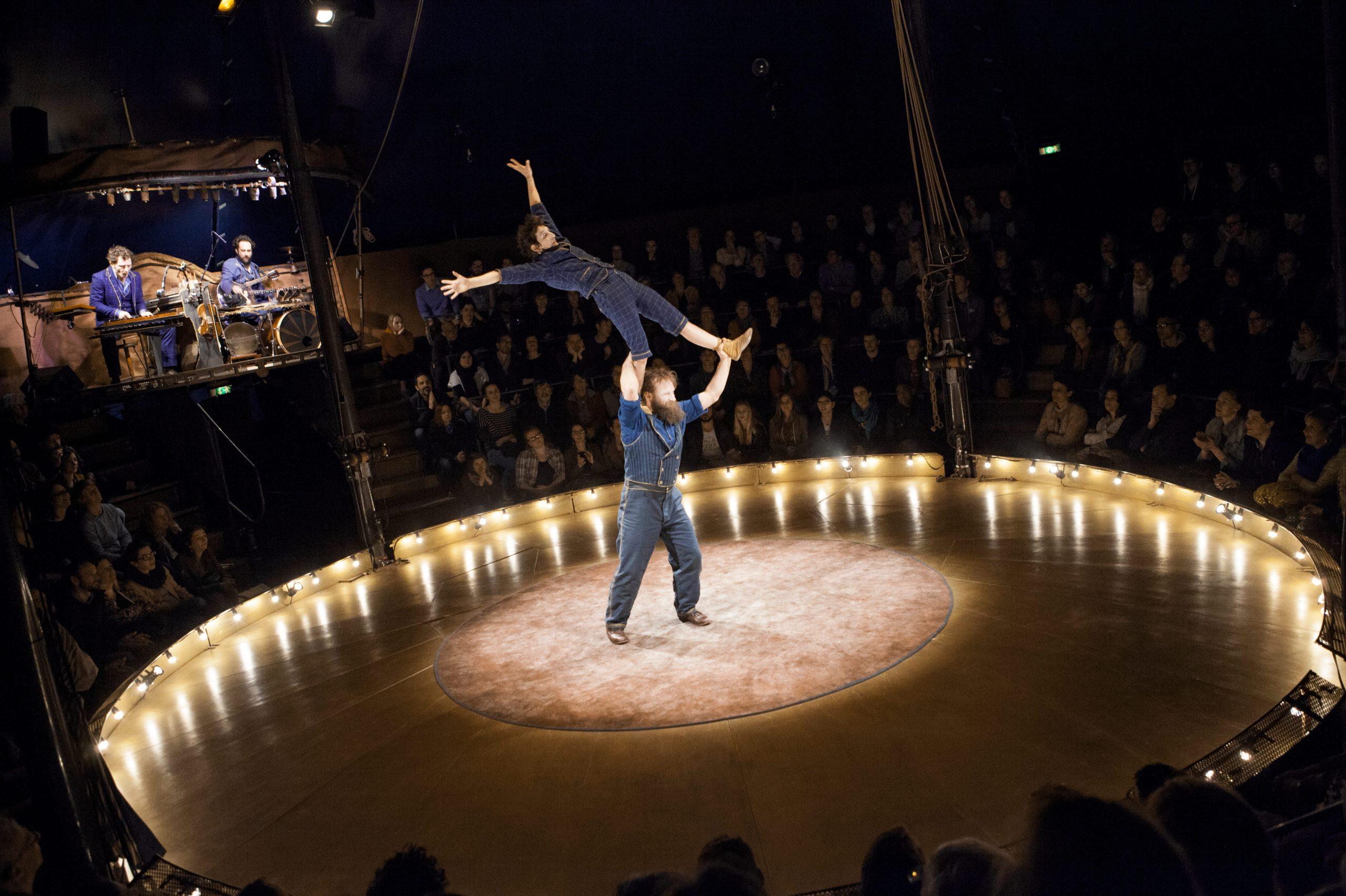 Cirque Trottola Campana © Philippe Laurençon