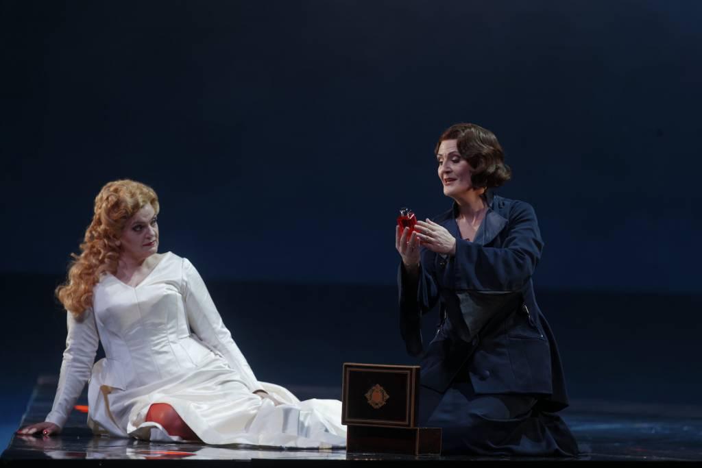 Elisabete Matos (Isolde), Daniela Sindram (Brangaene) © Patrice Nin