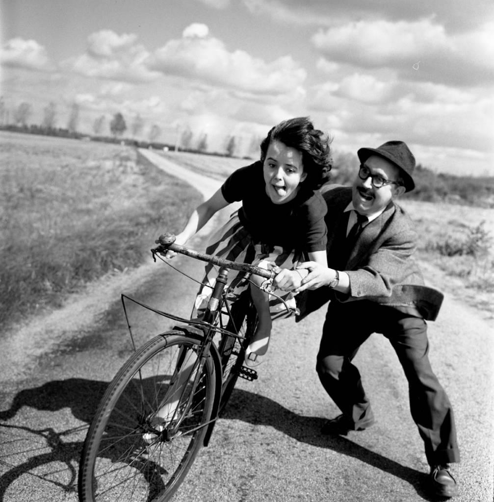 Leçon de vélo, 1961 / Robert Doisneau