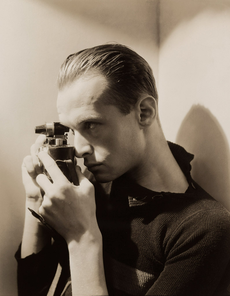 George Hoyningen-Huene : Henri Cartier-Bresson, New York, 1935. The Museum of Modern Art, Thomas Walther Collection, Purchase, New York © George Hoyningen-Huene : © Horst / Courtesy-Staley / Wise Gallery / NYC Crédit photographique : © 2013. Digital image, The Museum of Modern Art, New York / Scala, Florence