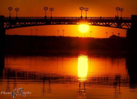 Le pont de Saint-Cyprien, avec couhé de soliei.