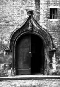 Porche d'entrée rue Philippe Féral (photographie de Jean Gourbeix DRAC)