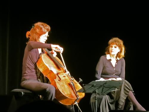 « Le navire night » - Fanny Ardant, voix, et Sonia Wieder-Atherton, violoncelle © GP