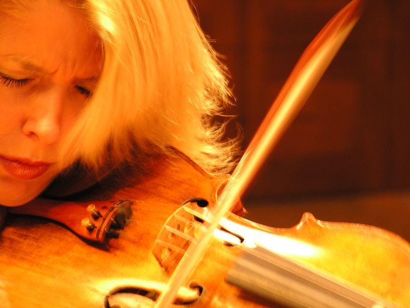 La violoniste Clara Cernat, fondatrice des Rencontres Musicales de Nailloux