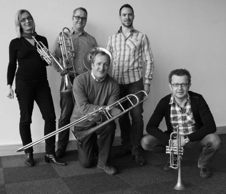 Les membres des pupitres de cuivres invités au concert du 11 mai 2015.  De gauche à droite : Heike Gerber, Fabien Dornic, Dominique Dehu, Thibaut Hocquet et René-Gilles Rousselot