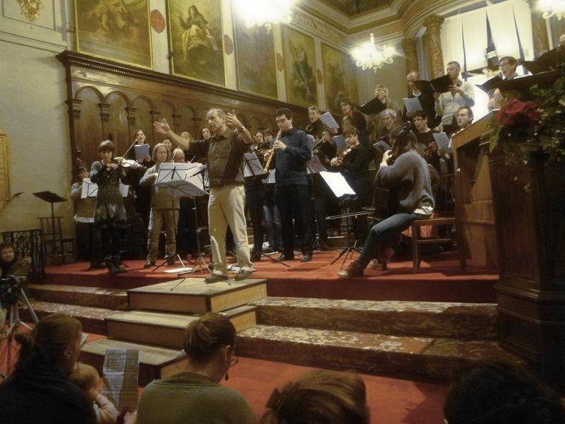 Michel Brun, l'Ensemble Baroque de Toulouse et son choeur lors d'une présentation des fameuses Cantates sans filet - Photo Classictoulouse -