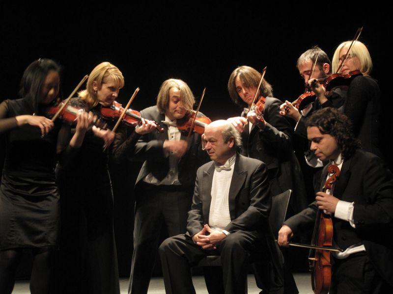 L'Orchestre de chambre de l'Empordà et son chef Carles Coll i Costa