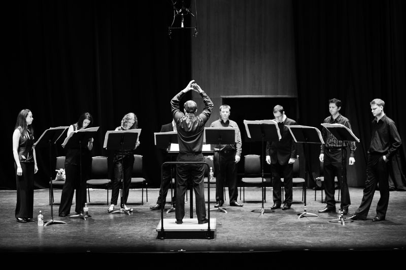 L'ensemble vocal Exaudi dirigé par James Weeks