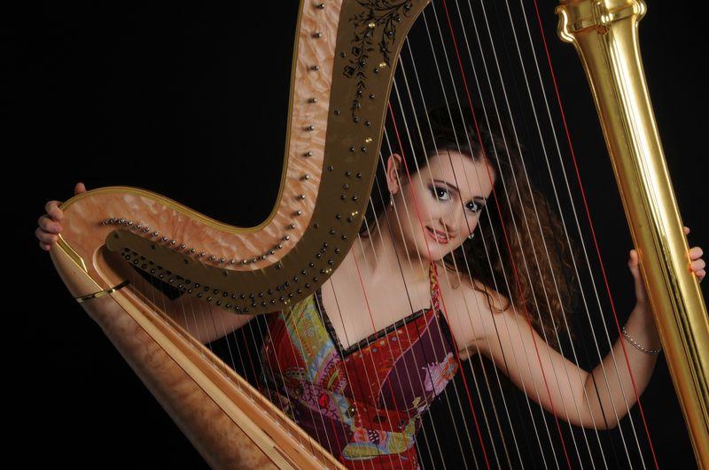 La jeune harpiste française Emilie Gastaud - Photo Philippe Du Pont -