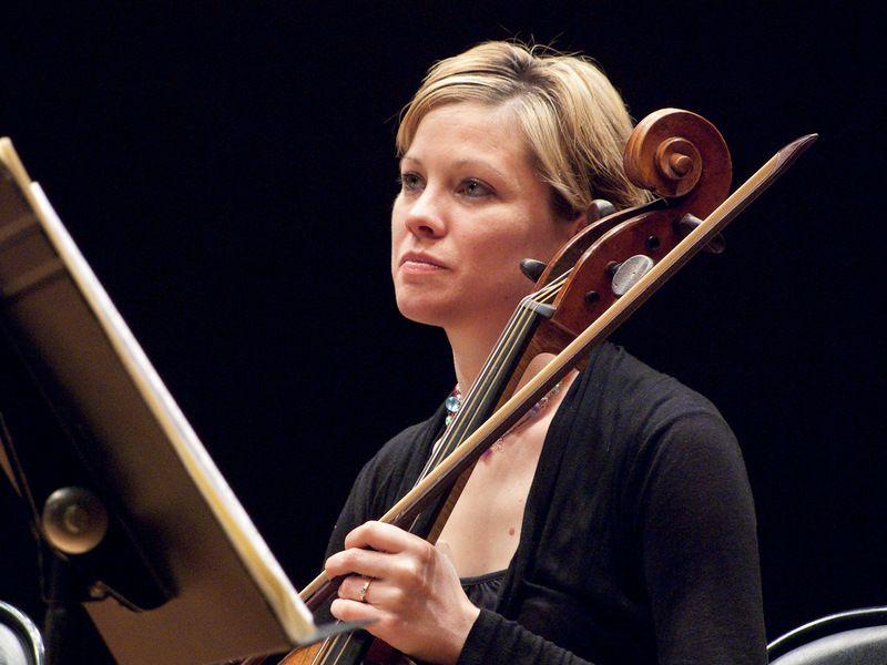 Anne Gaurier, violoncelle solo de l'Orchestre de Chambre de Toulouse et  virtuose de la viole de gambe