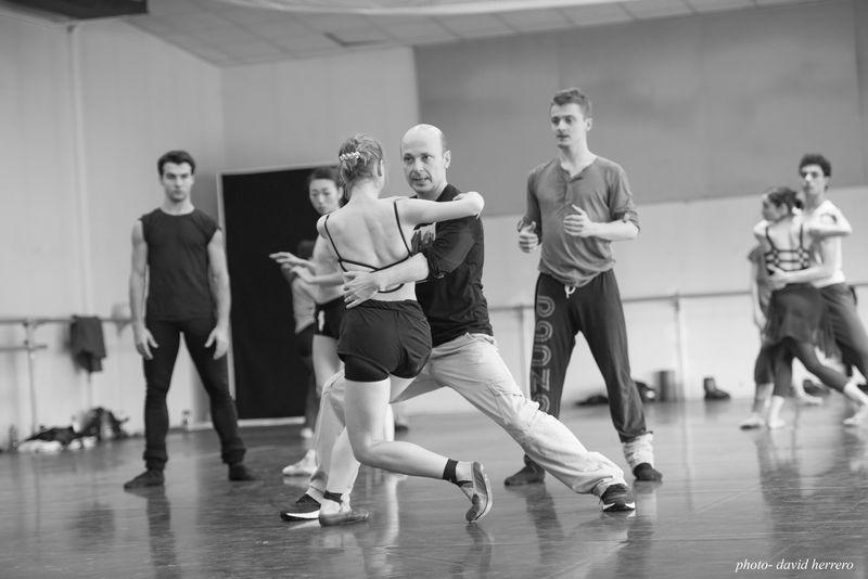 Le Ballet du Capitole en répétition des Liaisons Dangereuses avec Davide Bombana  © David Herrero