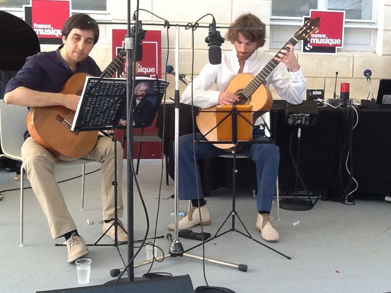 Le Duo Mélisande : Sébastien Llinarès et Nicolas Lestoquoy, guitares