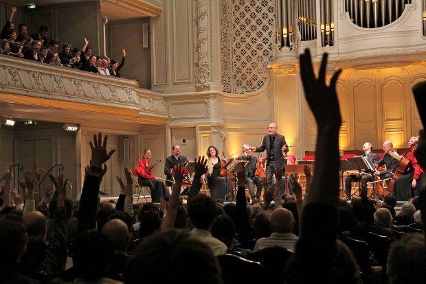 L'Orchestre de Chambre de Toulouse et Gilles Colliard lors du « Concert à la criée », Salle Gaveau à Paris, le 27 mars 2012