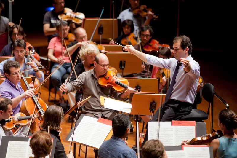 Tugan Sokhiev en répétition à la tête de l'Orchestre National du Capitole  - Photo Patrice Nin -