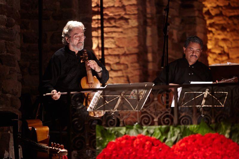 Jordi Savall (Hespèrion XXI) et Enrique Barona (Tembembe Ensamble Continuo)