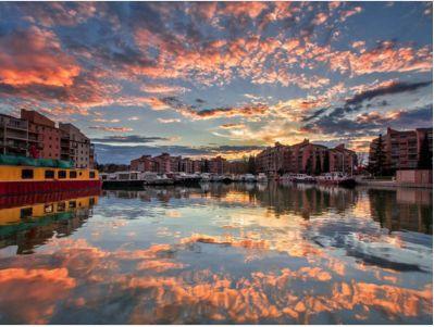 Et quand reflections, street et sunset se croisent...