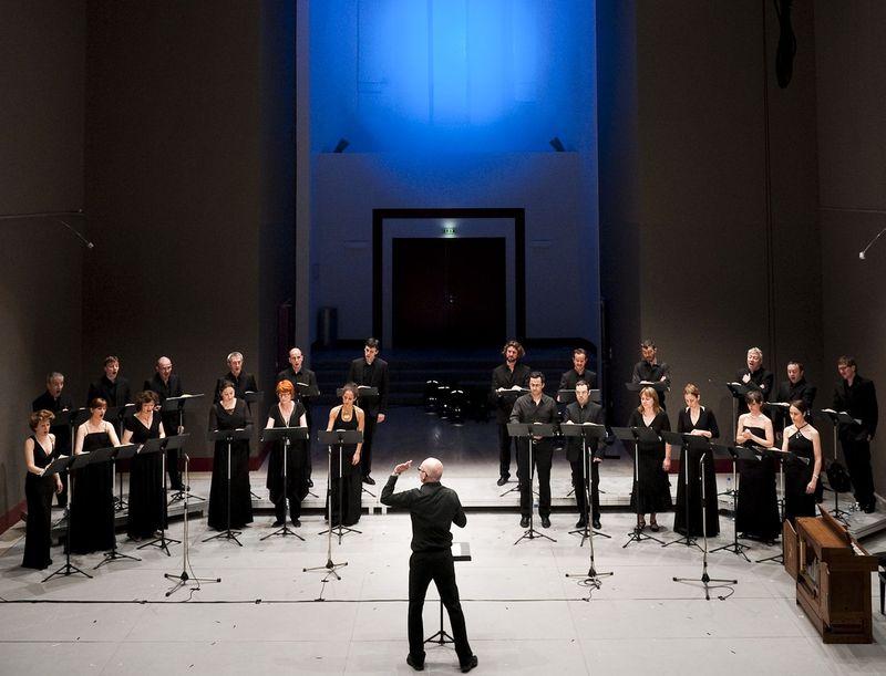 """Le chœur de chambre """"les éléments"""", dirigé par Joël Suhubiette © François Passerini"""